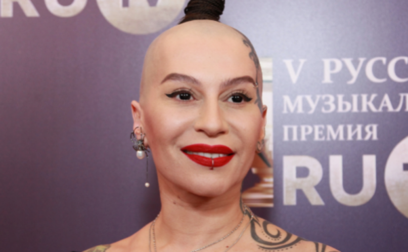 «Белье забыла!»: Наргиз Закирова пришла на свадьбу Юлии Савичевой в развратном наряде