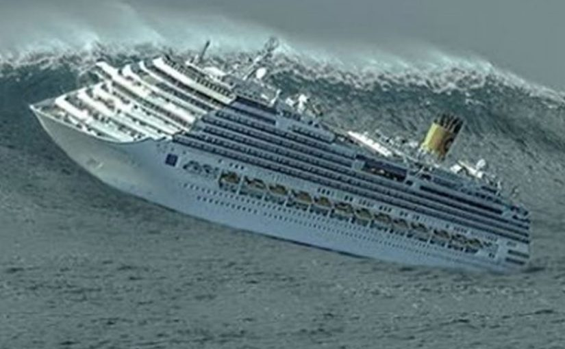 Вот что происходит внутри круизного судна во время бури. Страшные кадры